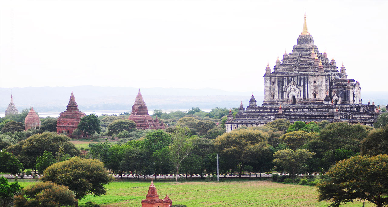 Thatbyinnyu temple in bagan