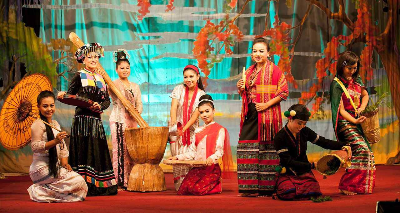 Culture show at Karaweik Palace