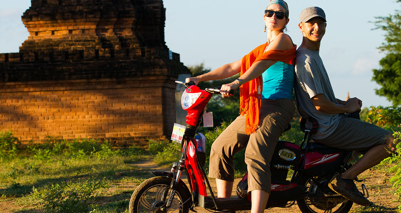 Ride an E-bike in bagan