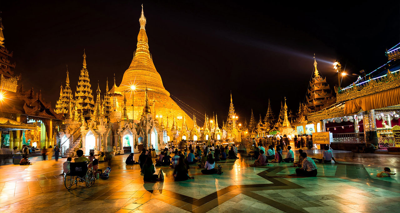 Shwedagon Pagoda yangon at night